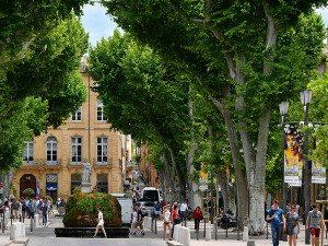 Aix en P cours Mirabeau 300x225 - Votre séjour sera riche en activités et en détente...