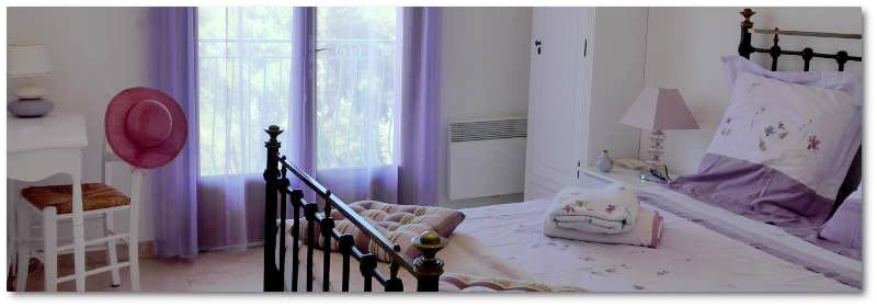 """villa terre brulee chambre lavande 8 800x280 - """"Villa Terre-Brûlée"""" vous accueille tout près des calanques..."""