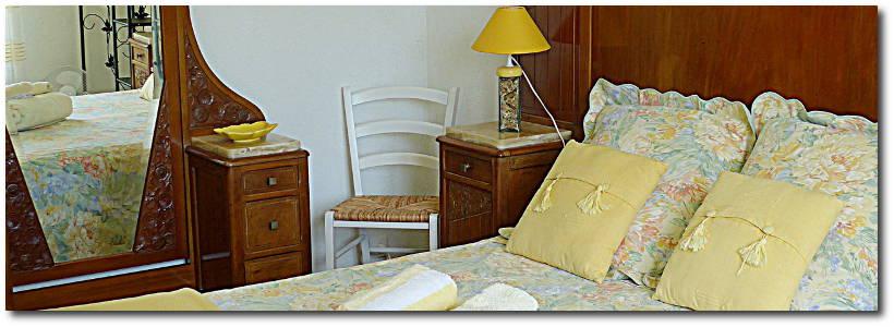 """villa terre brulee chambre mimosa 3 820x300 - """"Villa Terre-Brûlée"""" vous accueille tout près des calanques..."""