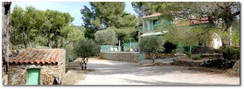"""villa terre brulee parc 1b 820x300 - """"Villa Terre-Brûlée"""" vous accueille tout près des calanques..."""