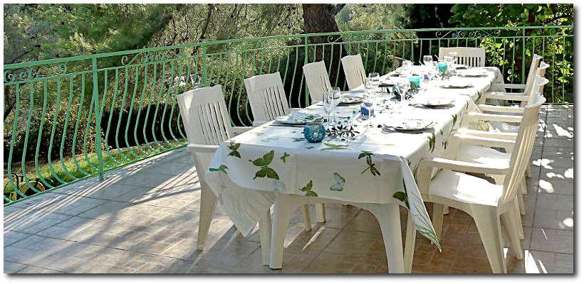 """villa terre brulee terrasse ouest 800x300 - """"Villa Terre-Brûlée"""" vous accueille tout près des calanques..."""