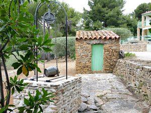 """villa terre brulee parc 28 1024x768 300x225 - """"Villa Terre-Brûlée"""" vous accueille tout près des calanques..."""